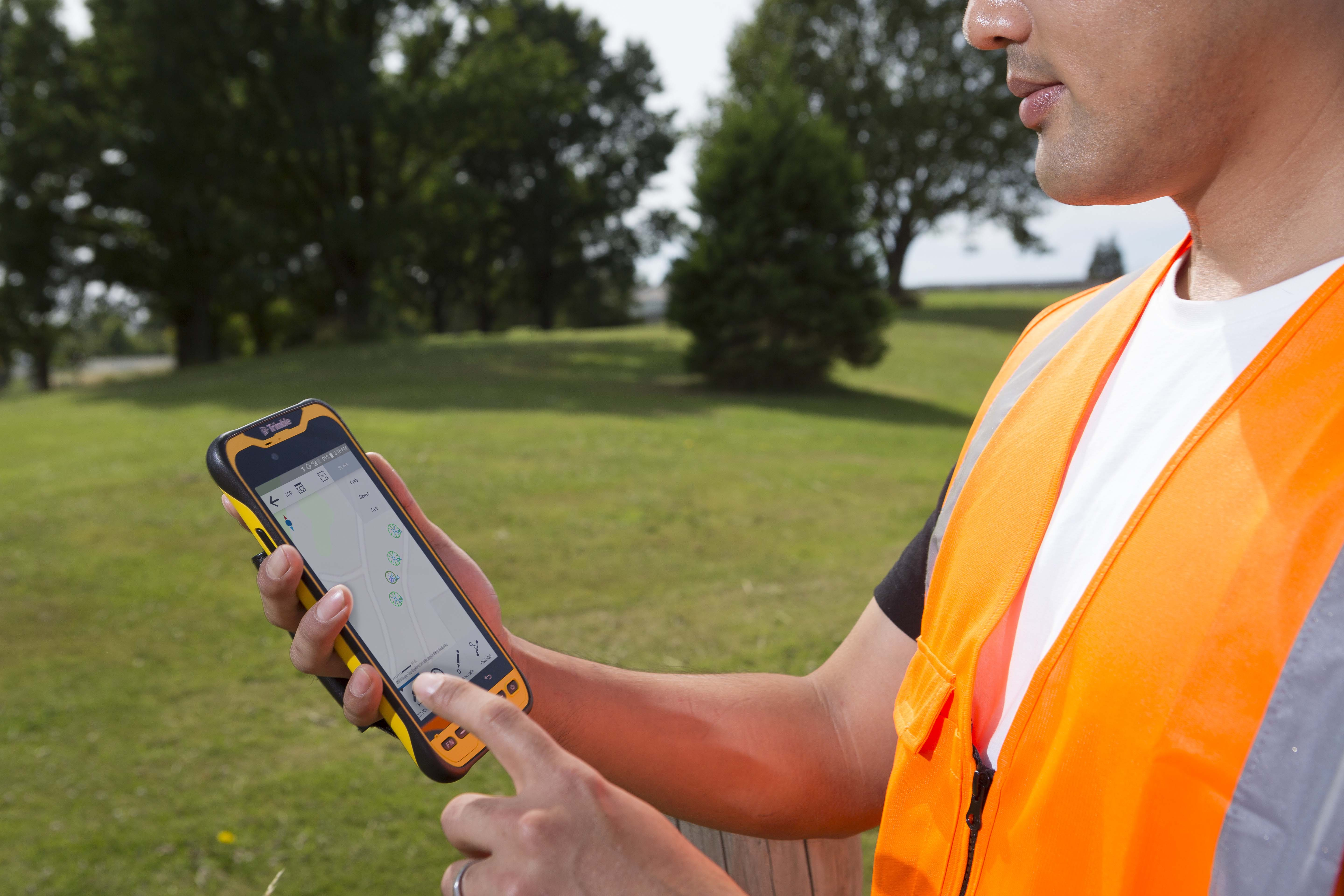 Introducing Trimble TDC600, a Next-Generation Smartphone and GIS